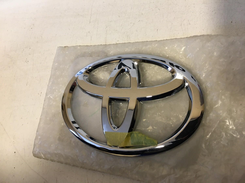 Эмблема крышки багажника Toyota