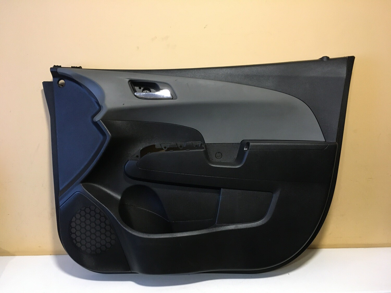 Обшивка двери передней правой Chevrolet Aveo T300