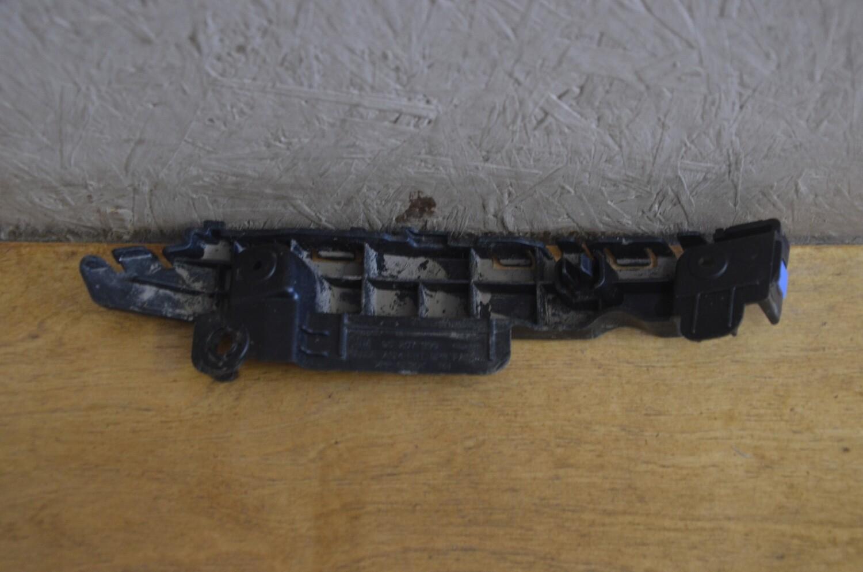 Кронштейн переднего бампера правый Chevrolet Cruze