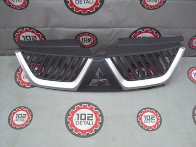Решетка радиатора Mitsubishi Outlander XL 2006-2009