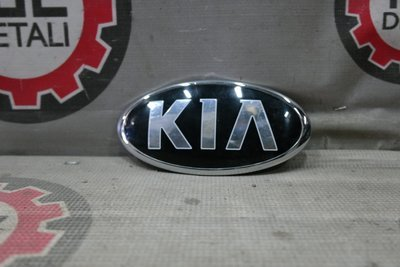 Знак заводской багажника Kia Rio седан