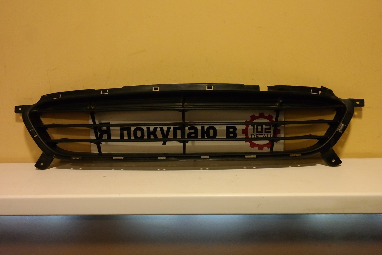 Решетка переднего бампера Hyundai Solaris
