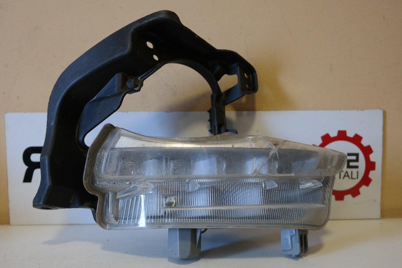 Фара дневного света правая Toyota Highlander 3 LED