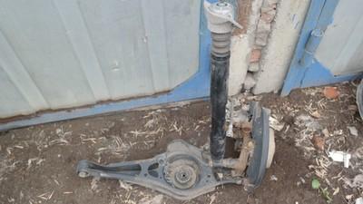 Подвеска задних колёс правая Volkswagen GOLF V PLUS (2005>)  Амортизатор задний, Рычаг задний нижний ПОД ПРУЖИНУ,  Кулак поворотный задний правый ,  Защита антигравийная  заднего рычага