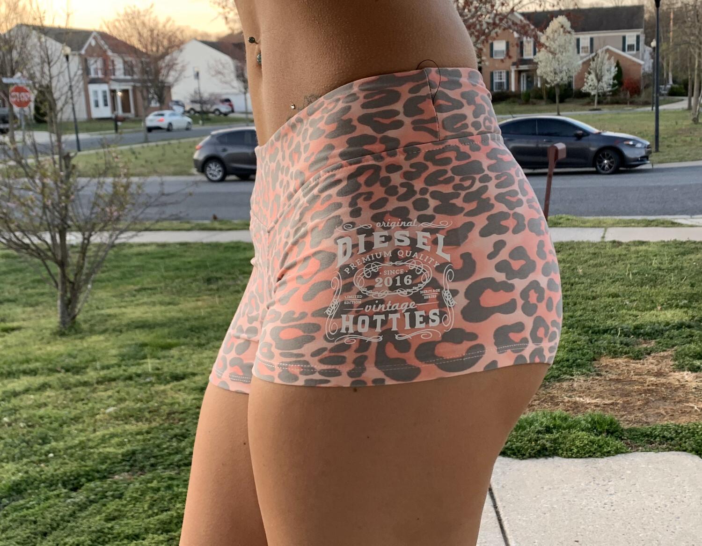 DH Shorts Pink leopard print