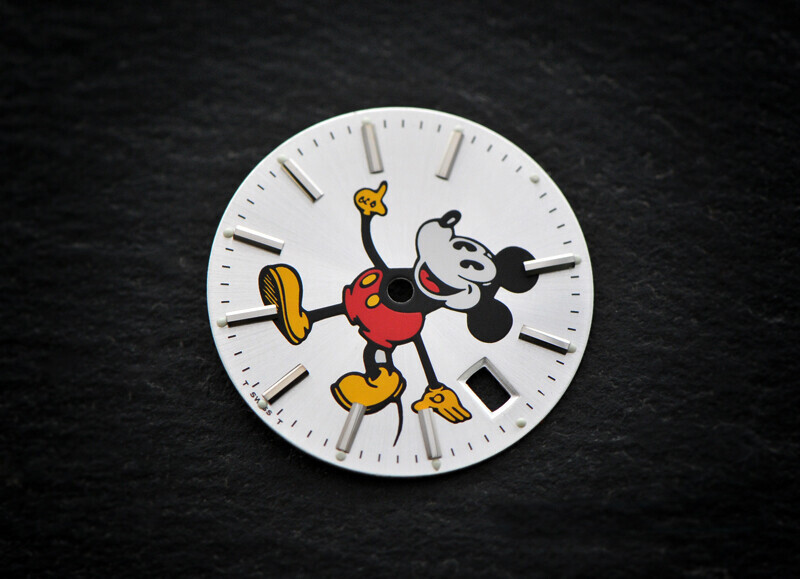 Date 1500 Mickey dial