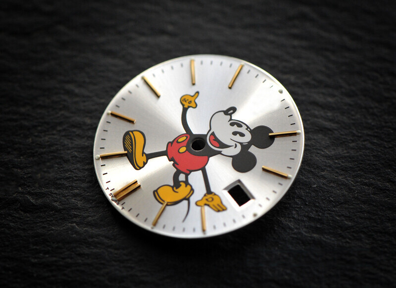 Oyster 6694 Mickey gold index dial