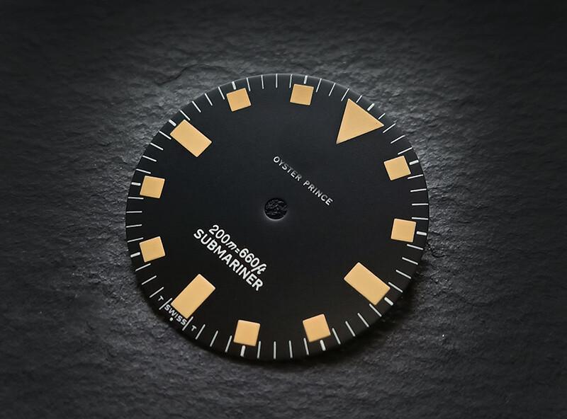 T sub 9401/0 black dial