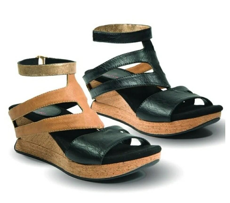 Fabia Reversible Sandal