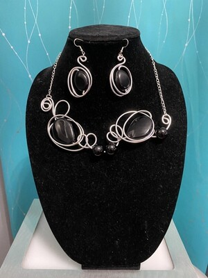 Wired Black Stones Necklace Set