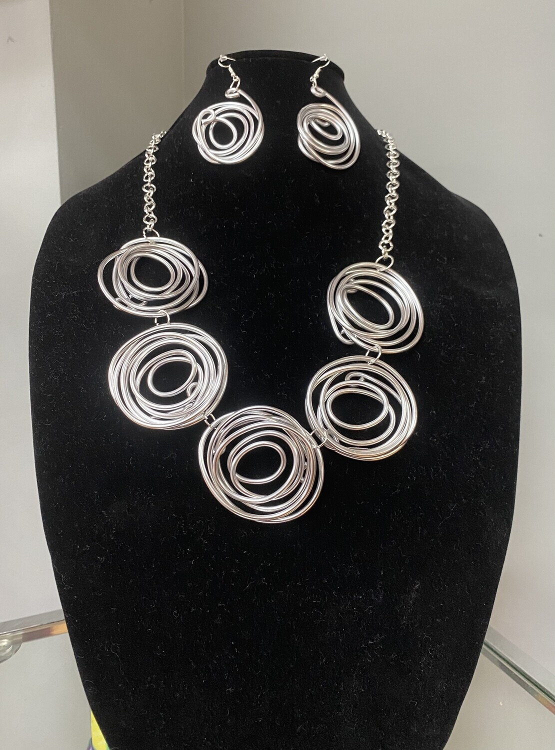 The Spiral Effect Necklace Set