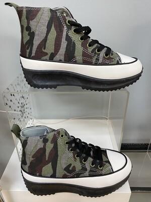 Camo Low Top Sneaker