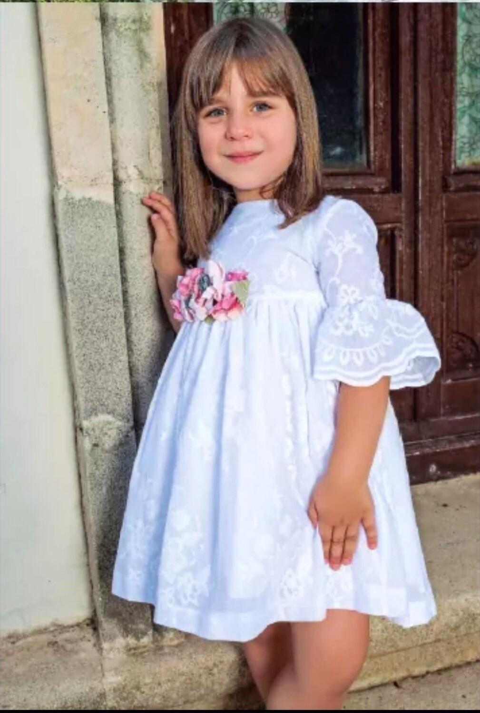 Vestido  blanco brocado con media manga