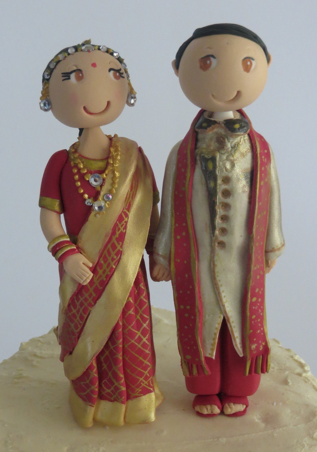Traditional Indian /Traditional Costume Bride & Groom on round base board