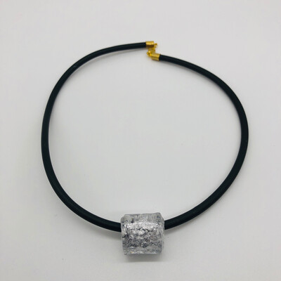 """Halskette Kautschuk mit Silber""""perle"""""""