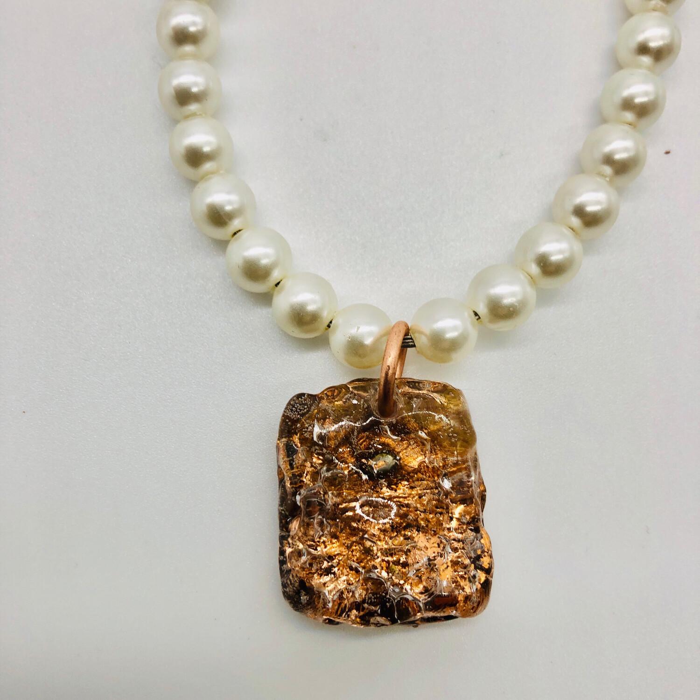 Halskette mit Perlen und Anhänger kupfer
