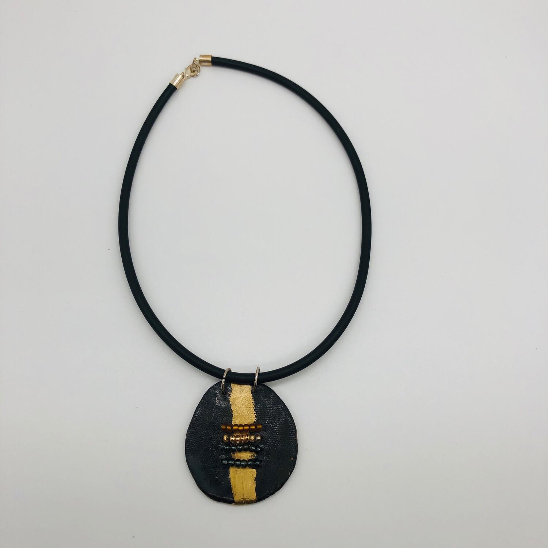 Halskette mit Anhänger Keramik braun/gold mit Perlendetails