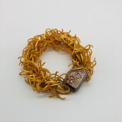 "Armband gold mit flacher Keramik""perle"" - versteckter Karabinerverschluss"
