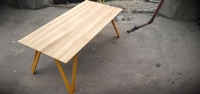Design Esstisch NATHALIA aus Massivholz