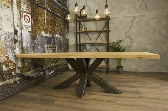 Design Esstisch CURT aus Massivholz