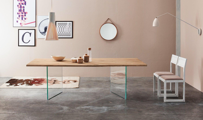 Design Esstisch LARA aus Massivholz, Glasbeine
