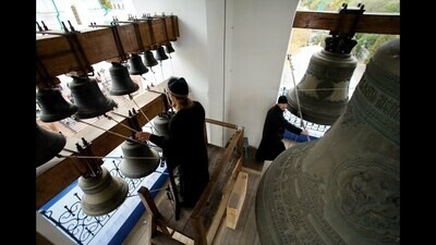 Contemplation with the human voice of the bells