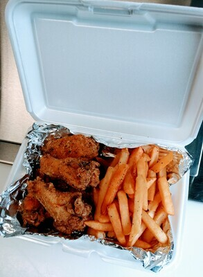 Kid's Chicken Wings & Fries