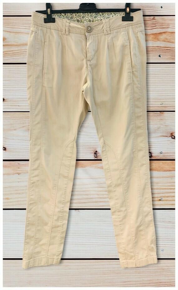 Pantalon pinzado tipo chino