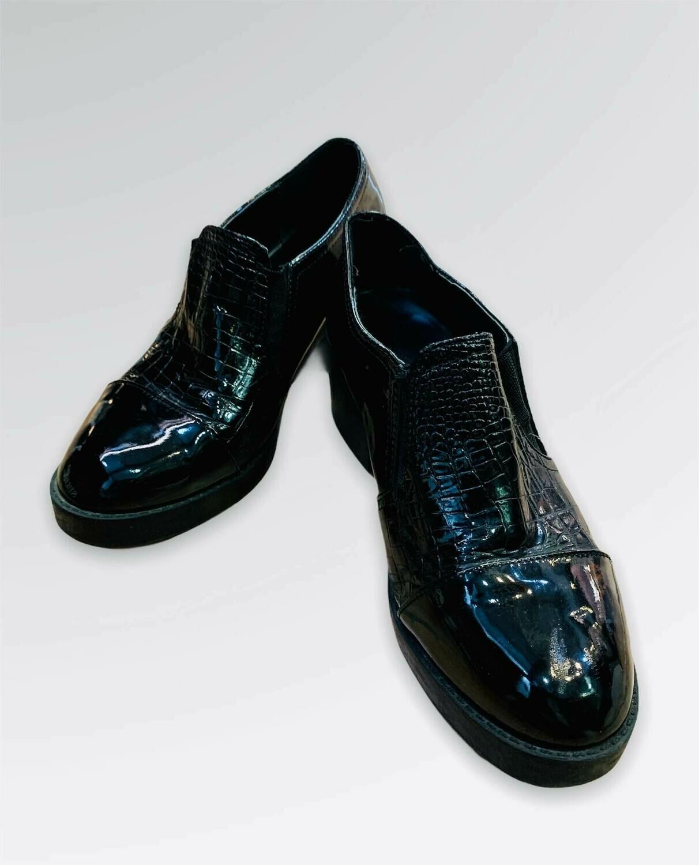 Zapatos acharolados con elástico T40