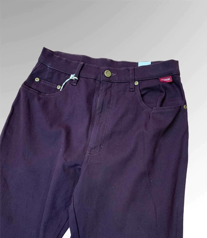 Pantalón tiro alto corte vintage color uva