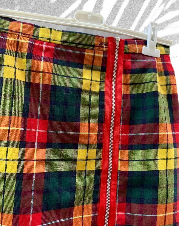 Falda recta de cuadros con detalle de cremallera