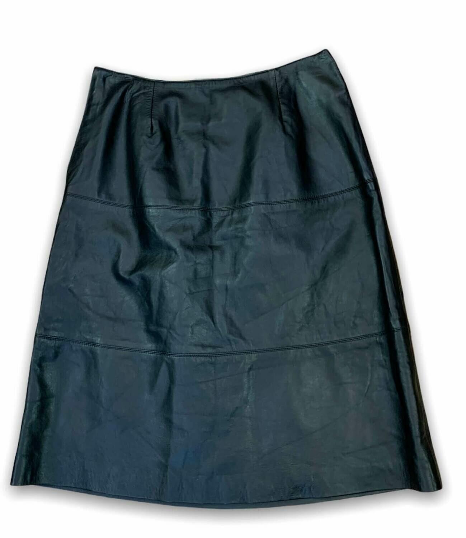 Falda de piel a la cintura