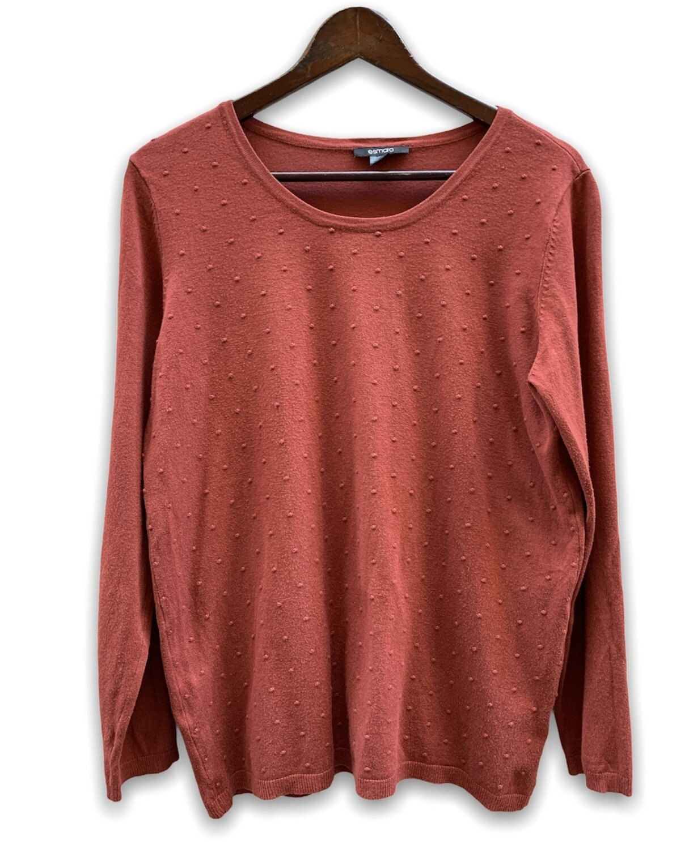 Sweater finito con bolitas  **R**