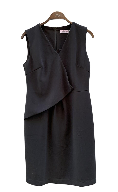 Vestido formal sin mangas con detalle al frente