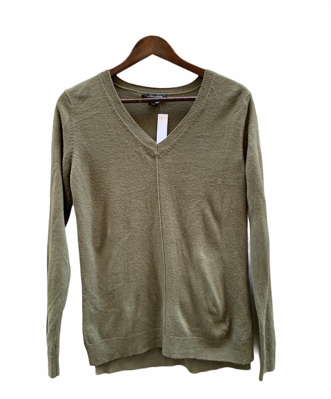 Sweater finito con costura en el centro