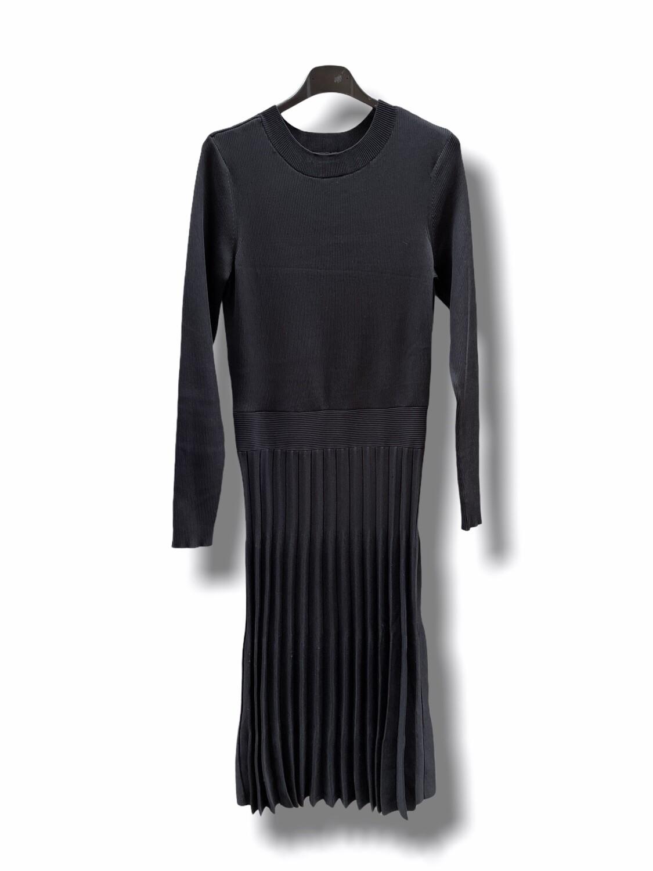 Vestido de punto de manga larga y falda plisada