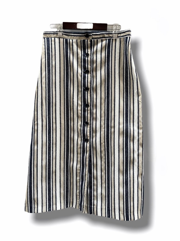Falda larga abotonada