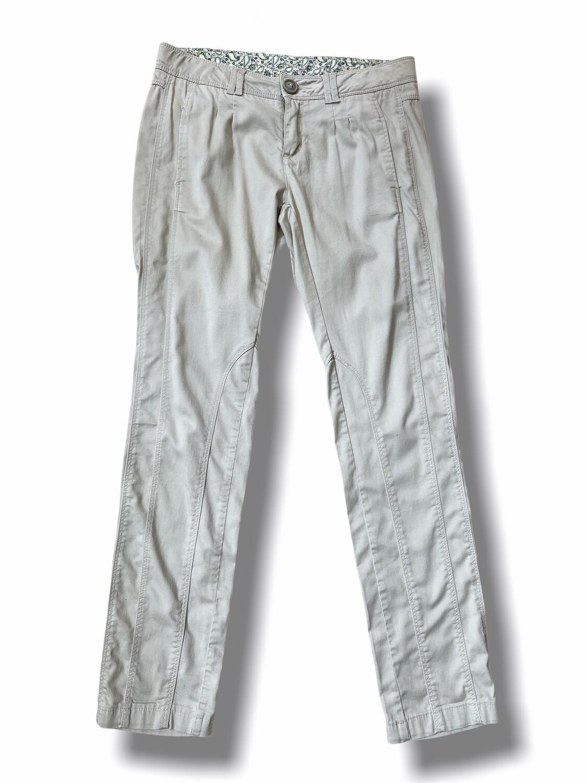 Pantalón tipo chinos tiro bajo