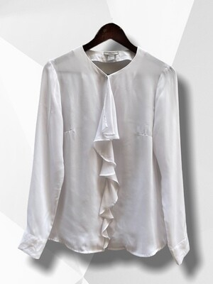 Blusa blanca con chorreras