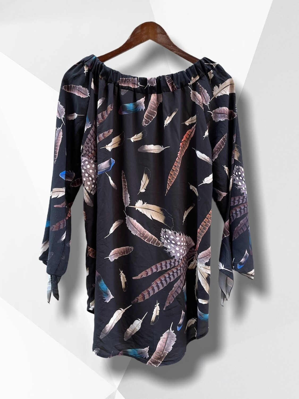 Vestido tipo blusón estampado plumitas