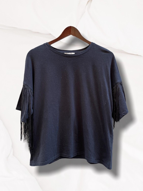 Camiseta de manga corta con flecos