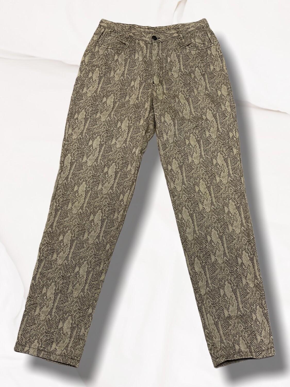 Pantalón vaquero estampado serpiente y corte vintage T42