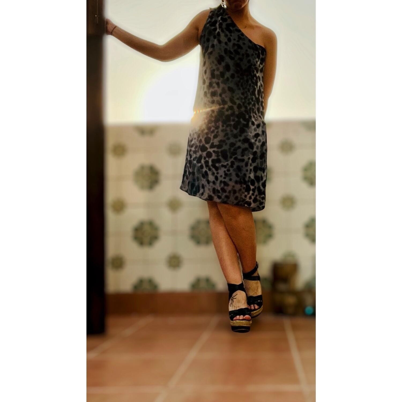Vestido escote irregular