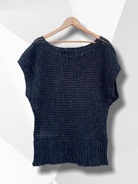 Sweater de hilo caladito con manga corta