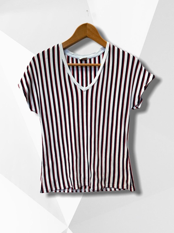 Camiseta de rayitas y cuello V