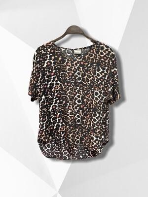 Blusa de manga corta de leopardo.