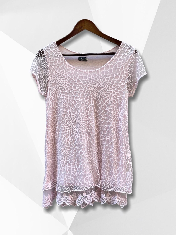 Camiseta con transparencias y encaje