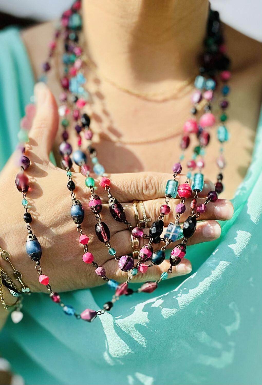 **COMBI 1** Collar de piedrecitas de colorines