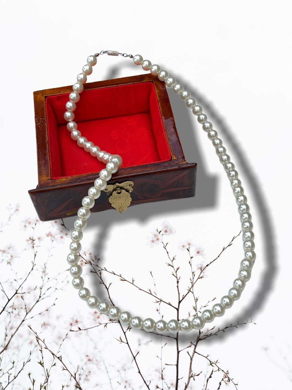 ***HOY*** Collar de perlitas blancas rígido