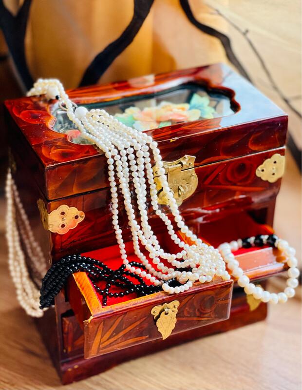 **Joyero antiguo chino de madera